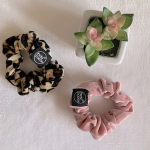 2 Pack Invisibobble Scrunchies